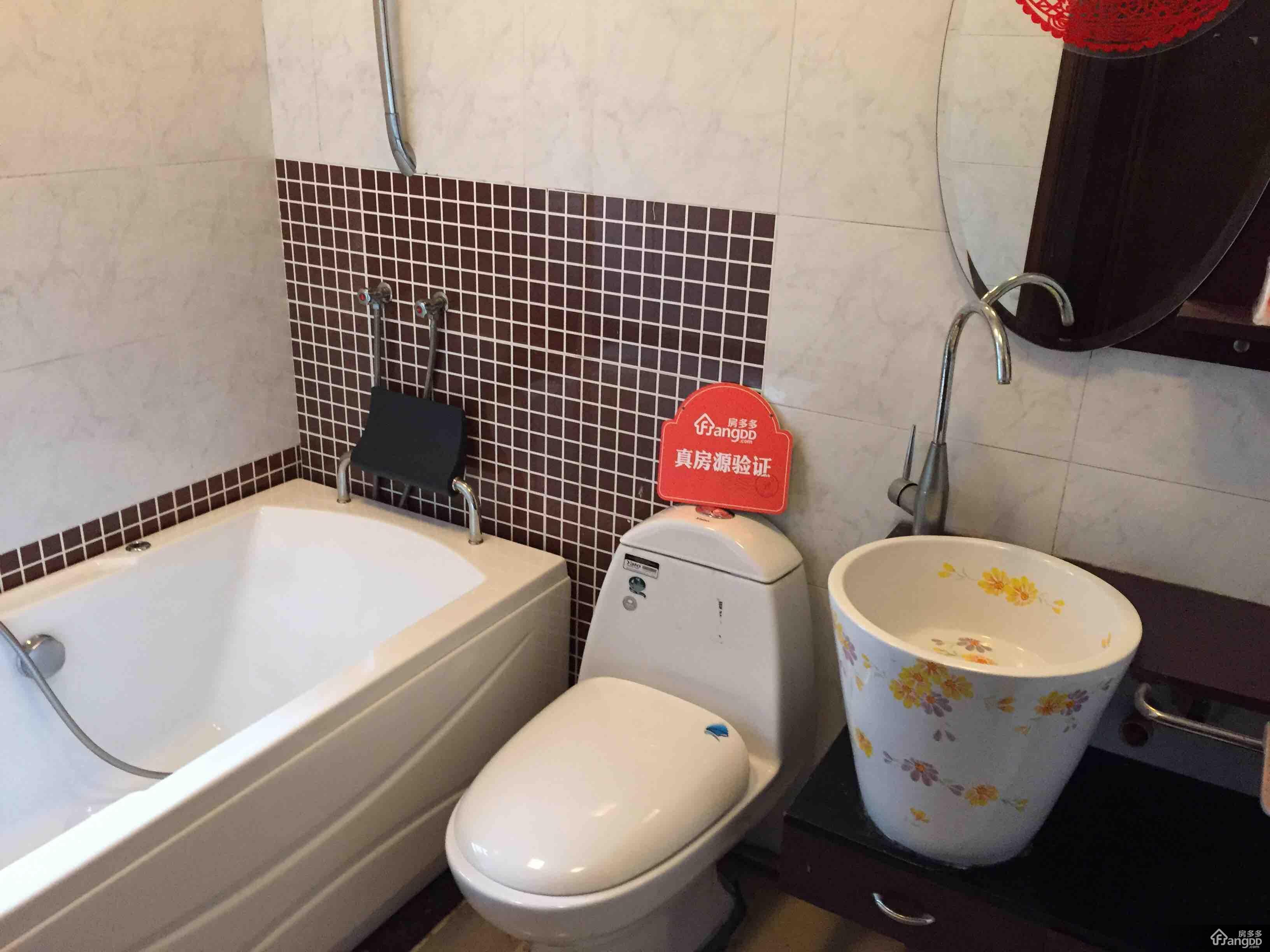 欧式主人房厕所设计效果图