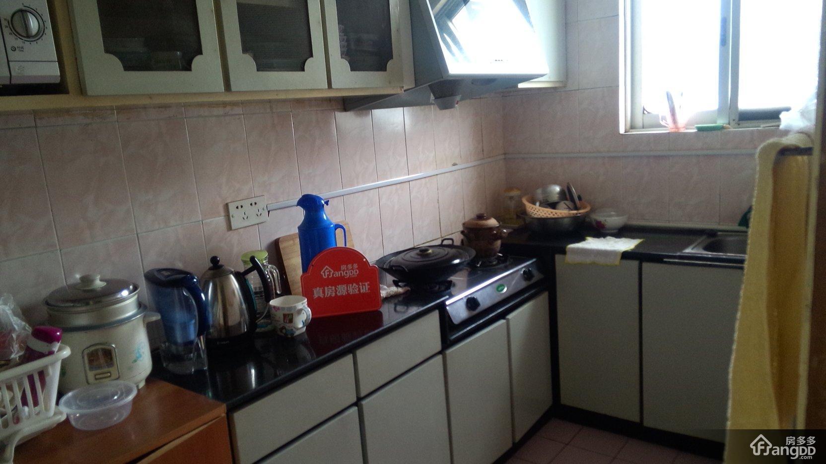 厨房:全地板砖装修,干净整洁