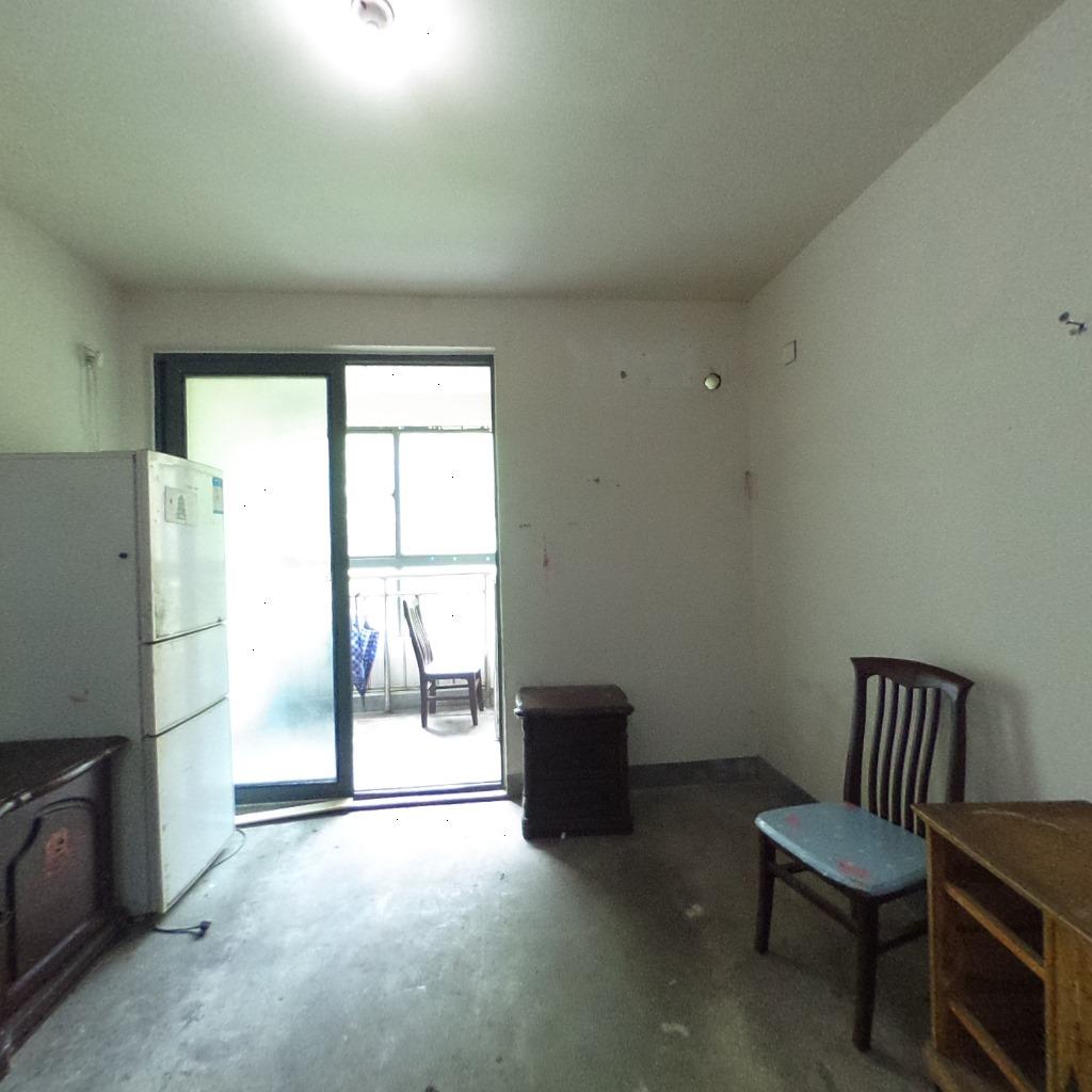 一手动迁满五年看房有钥匙 房东着急卖,看中价格可商量。